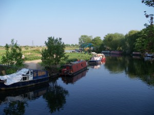 Canal boats along the Lee Valley towpath